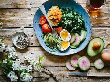 Desayuno saludable - Una propuesta para un desayuno saludable, espinacas, huevo.