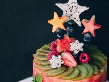 Pastel de frutas - Un delicioso y colorido pastel de frutas.