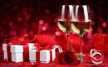 A romantic gift - romantic dinner with champagne