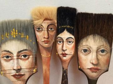 Sztuka w sztuce - Pędzle z kobiecym wizerunkiem