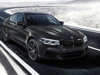 Coche negro BMW M5