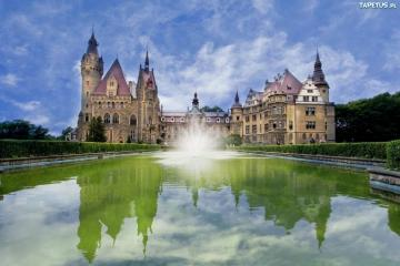 Moszna Castle - Moszna castle and fountain