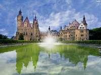 Moszna Schloss - Moszna Burg und Brunnen