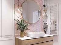 Un bagno in stile femminile