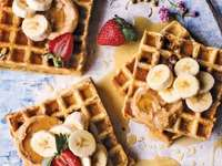 Βάφλες για πρωινό - Γλυκές βάφλες με φρούτα, υπέροχο πρωινό