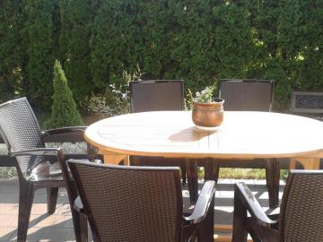 Terrace, table, sun and warmth. - Terrace, table, sun and warmth.