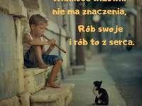 vackra citat - pojken visas framför kattungen