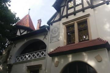 House with ghosts on Aleja Chestnutowa - House with ghosts on Aleja Chestnutowa
