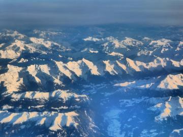 Widok na góry z samolotu. - Widok na góry z samolotu.
