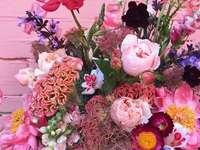 Compoziție florală roz