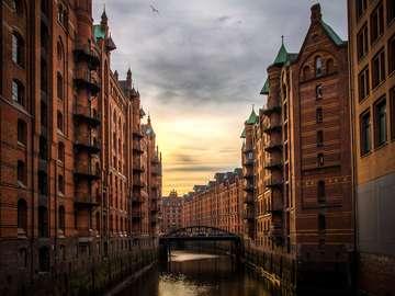 Sonnenaufgang in Hamburg - Puzzle Landschaften, toller Sonnenaufgang. Reisen nach Europa, Hamburg, Deutschland.