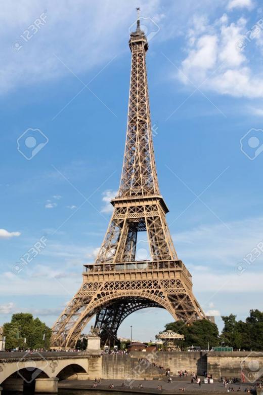 turnul Eiffel - Turnul Eiffel, puzzle elementar. TUR UȘOR EIFFEL CU CER (2×2)