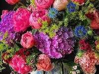Цветя на масата