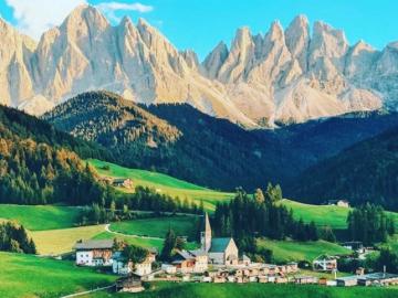 Villnöß, Włochy - Villnöß to miejscowość i gmina we Włoszech, w regionie Trydent-Górna Adyga, w prowincji Bolzan