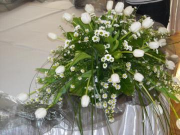 wedding decoration - beautiful flowers on the groom table