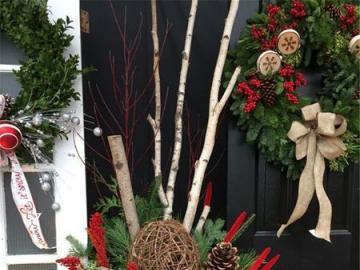 Kwiatowa dekoracja - Dekoracja świąteczna, piękny stroik