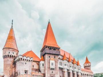 Siedmiogród lub Transylwania - lub Transylwania – kraina historyczna położona na Wyżynie Siedmiogrodzkiej w centralnej Rumunii