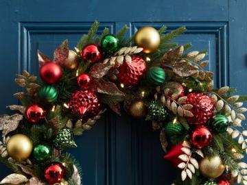 Decorative wreath - Decorative wreath on the door