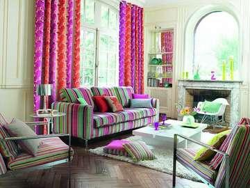 Kolorowo w salonie - Duży salon w kolorowe pasy