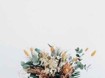 Ein Blumenstrauß - Blumenblumenstrauß getrennt auf Weiß