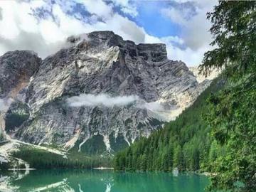 Szwajcarskie górskie jezioro - Piękne górskie jezioro