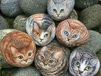 gatos em pedra