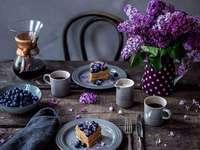 чаша торта цветя плодове