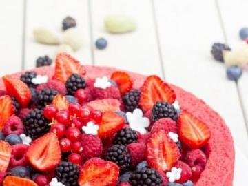 Red cake - Fruit birthday cake