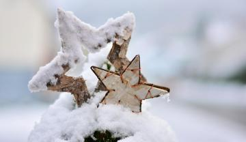 Wooden stars - wooden stars with snow