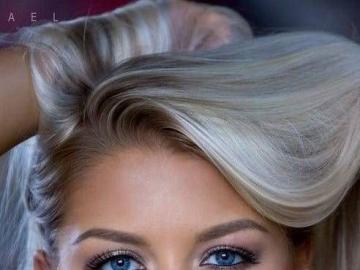 aux yeux bleus - blonde aux yeux bleus - jolie