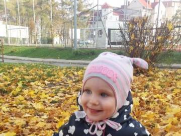 Ala in autumn - Ala kicking in autumn leaves