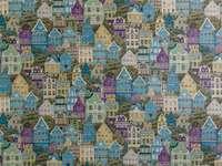 Maisons colorées - Image montrant des maisons disposées côte à côte