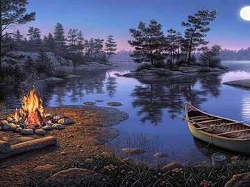 Serata sull'acqua - falò in fiamme sulla riva del lago