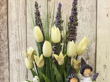 Easter flower decorations - An idea for a floral home decoration for Easter