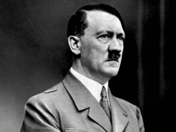 Adolf Hitler - Adolf Hitler - político alemán
