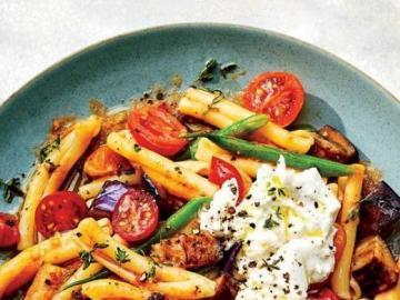 Pomidorowy makaron - Makaron z pomidorami i innymi warzywami