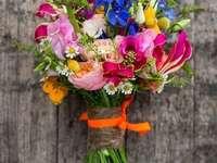 Színes virágok egy csokor