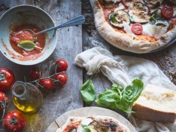 Pizza pour le dîner - Délicieuse pizza italienne