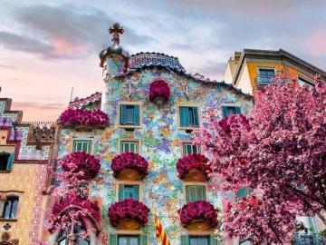 Kolorowe budowle, Hiszpania - Niezwykłe miejsce w Barcelonie, Hiszpania