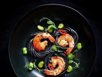 Nourriture raffinée - Crevettes magnifiquement servies, nourriture raffinée