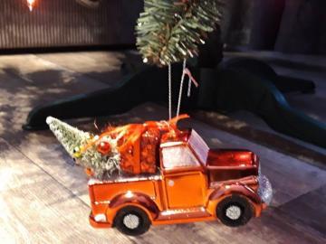 Giocattolo dell'automobile di natale sull'albero d - Giocattolo dell'automobile di natale sull'albero di Natale