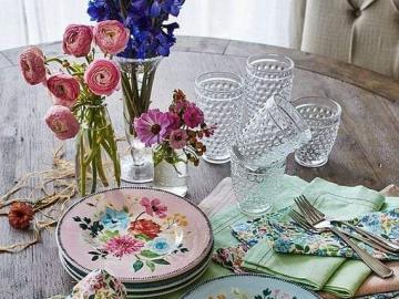 Un plat d'assiettes de fleurs - Un plat d'assiettes de fleurs
