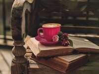 Kávový šálek kniha květiny - Kávový šálek kniha květiny