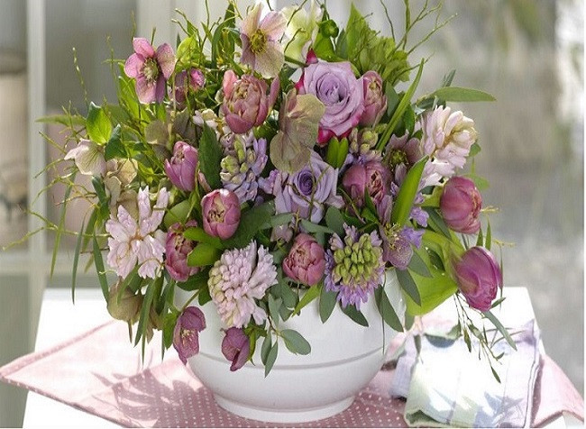 Bouquet - En blombukett. Bouquet. Blommig pussel. En vas och en stor bukett blommor (10×10)