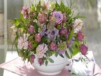 Bouquet  - Egy csokor virágot. Csokor. Virágos puzzle. Egy váza és egy nagy csokor virágot.