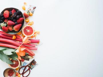 € È la stagione del rabarbaro. - Varietà di frutta a fette. SLC, UT