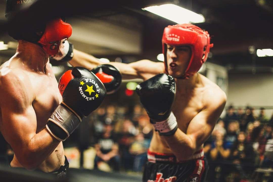 Přímý zásah - Dva muži v boxu. Windsor, ON, Kanada (15×15)