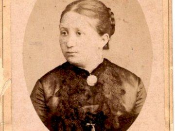 femme - vieille photo - puzzles représentant une femme sur une photographie du XIXe siècle