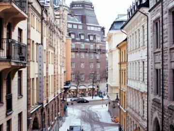 Snowy Stockholm Street - Beżowy i czarny budynek Finlandia Sunset. Toronto