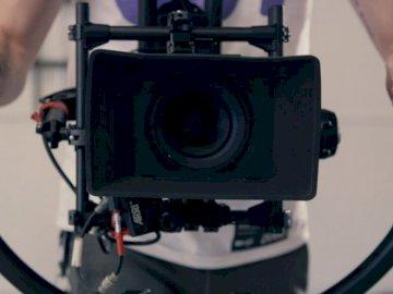 Capturado por ShareGrid - Persona con cámara con estabilizador. Seattle, WA